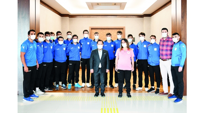 Sarıçamlı hentbolculardan Başkan Uludağ'a ziyaret