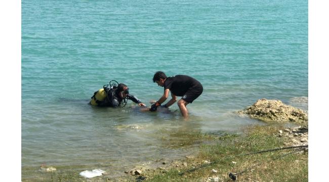 Baraj gölüne giren çocuk boğuldu