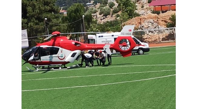 Yaralanan kadın ambulans helikopterle hastaneye götürüldü