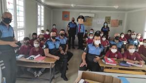 Polislerden okul kütüphanesine 500 kitap bağışı