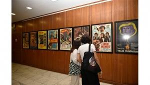 Yeşilçam filmlerinin afişleri sinemaseverlerle buluştu