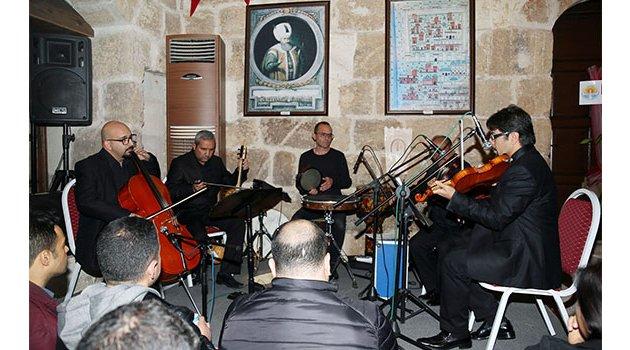 5 asırlık konakta yaylı çalgılarla türküler konseri
