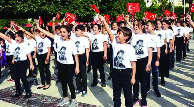 500 çocuk Ata'nın huzurunda