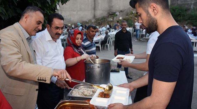 AK Parti Çukurova'da iftar coşkusu