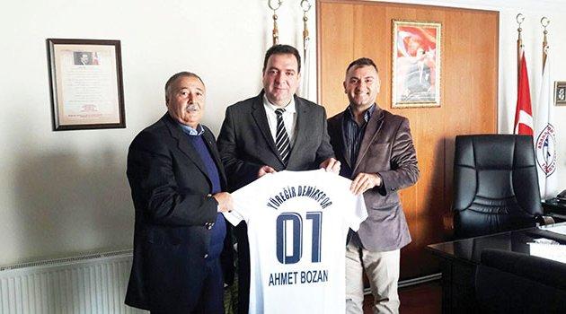 ASKF Başkanı Ahmet Bozan'a Yüreğir Demirspor forması