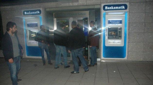 Bankayı soymaya kalkıştı alarm çalınca kaçtı