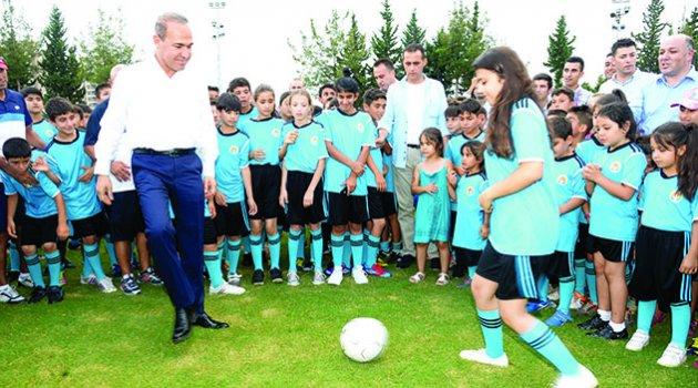 Başkan Sözlü'den 97 bin çocuk ve gence 6 branşta spor eğitimi
