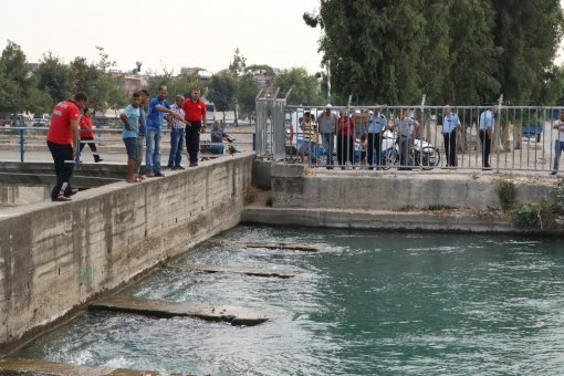 Cankur Ve Su Altı Polisi Kanala Düşen Çocuğu Arıyor