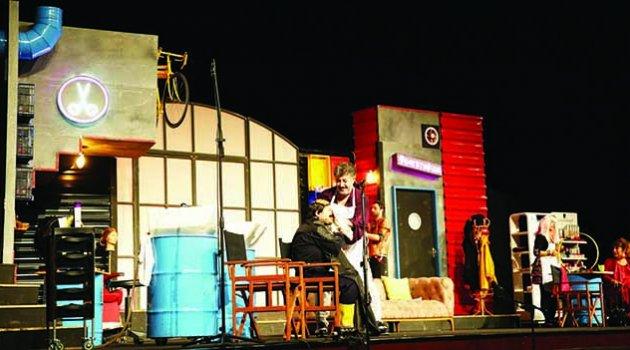 ÇÜ Üniversitelerarası Tiyatro Festivali 16. Kez Seyirciyle Buluştu