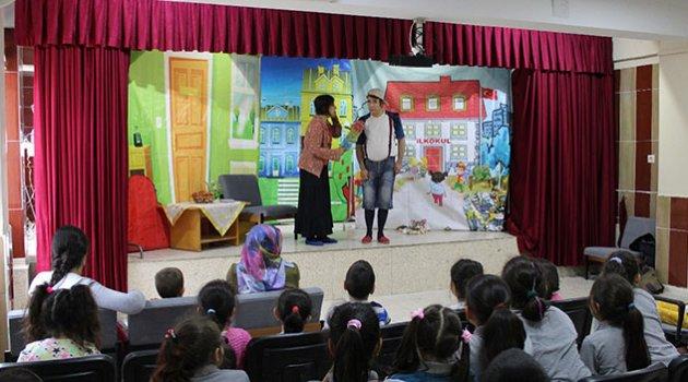 Ekol Tiyatrosu çocukları güldürmeye devam ediyor