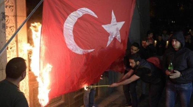 Ermenistan'da Türk bayrağını yaktılar
