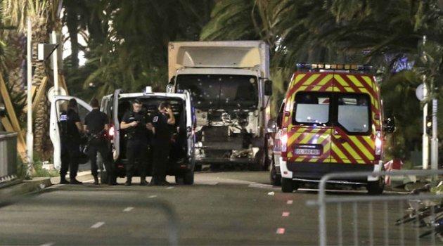 Fransa'da kamyon kalabalığa daldı: 84 ölü, 100'den fazla yaralı