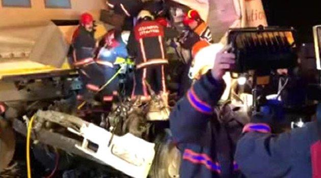 İki kamyon ile tır birbirine girdi! 1 ölü, 2 yaralı
