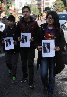 Kayıp Babasını Öğrencileriyle Birlikte Sokak Sokak Arıyor