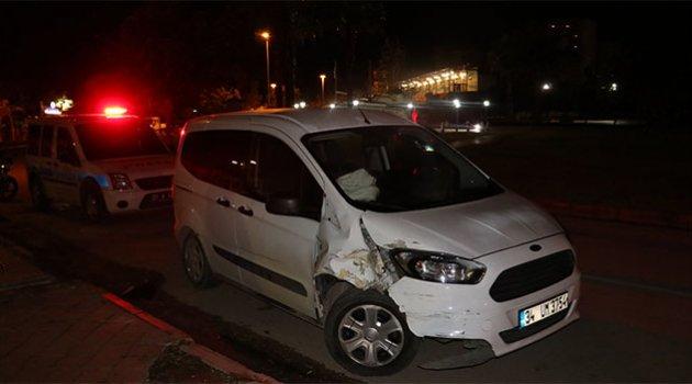 Kazalı ve kurşunlanmış araç polisi alarma geçirdi