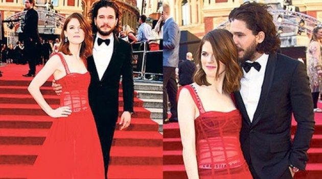 Kırmızı halıda romantizm!