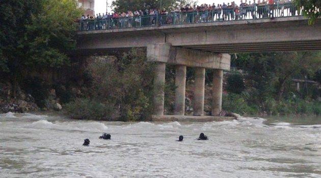 Köprüden ırmağa atlayan gencin cansız bedeni bulundu
