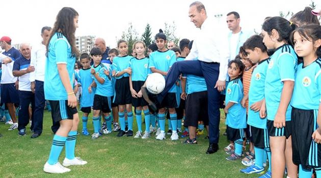 4 Bin 350 Çocuğa Futbol Eğitimi