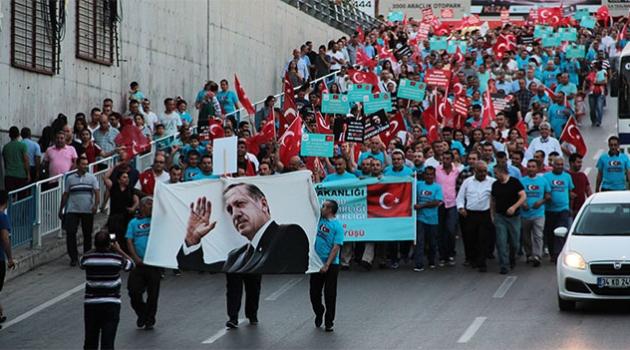 Adana'da sağlık çalışanlarından 'Demokrasi Yürüyüşü'