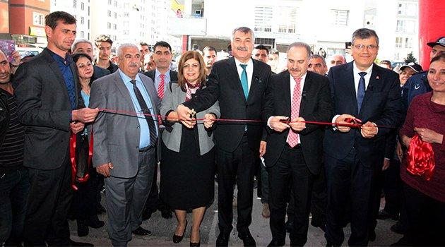 Adana'nın en modern kapalı semt pazarı açıldı
