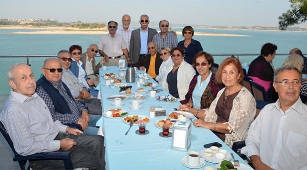 Emekli hekimler kahvaltıda buluştu