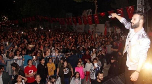 Emre Kaya  Adana'da Sahne Aldı