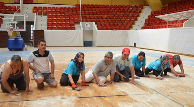 Menderes Spor Salonu Bakıma Alındı
