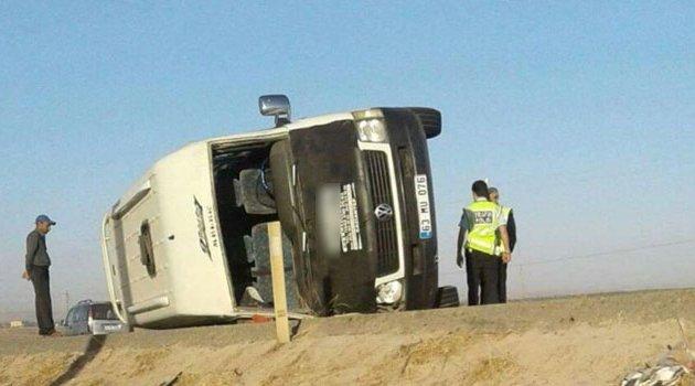 Minibüs ile kamyonet çarpıştı! 5 yaralı