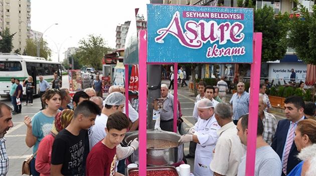 Seyhan Belediyesi, 60 bin kişiye aşure dağıttı