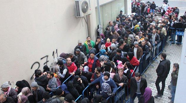 Suriyeliler nüfus müdürlüğüne akın etti