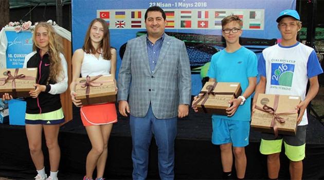 Yabancı Tenisçilere Adana'ya Özgü Hediye