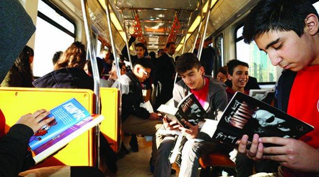 Metroda, otobüste kitap okudular