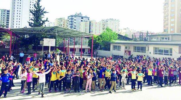 Öğretmen Zeynep Erdoğdu sosyal projelerin gözde okulu
