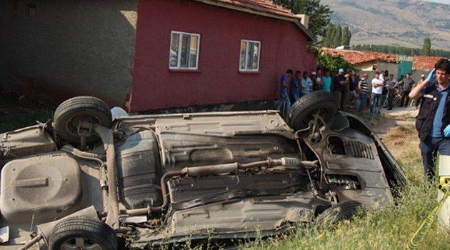 Otomobille kamyon çarpıştı! 2 ölü 2 yaralı