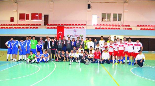 Sabancı Mesleki ve Teknik  Anadolu Lisesi futsalda şampiyon