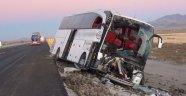 Yolcu otobüsü kamyona arkadan çarptı! Ölü ve yaralılar var