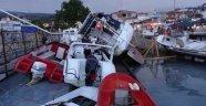 Fırtına limandaki tekneleri vurdu