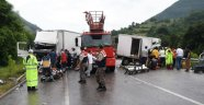 TIR ile kamyon çarpıştı: 1 ölü, 2 yaralı