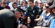 Şehit annesinin elini öpmüştü tutuklandı