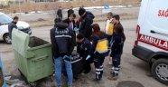 Çöpte 2 günlük erkek bebek cesedi  Görevliler bile bakamadı
