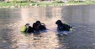 Arkadaşlarıyla nehre giden çocuk öldü