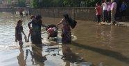 Adana sular altında