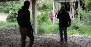AMATEM'den kaçtı eroin kullanırken yakaladı