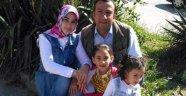 Cinnet getirdi bir kızını boğarak bir kızını bıçaklayarak öldürdü