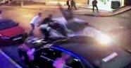 Düğünde kavga ettiği şahısların arasına otomobille daldı