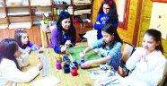 Ebru ile çocukları geleceğe hazırlıyor