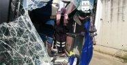 Elektrik direği halk otobüsünün içine girdi ölü ve yaralılar var