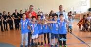Emine Türkan İkiz İlkokulu Badmintonda Şampiyon Oldu