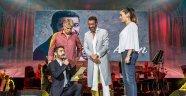 Hakan Altun'a sahnede evlilik teklifi şakası
