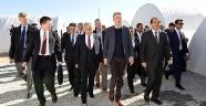 İngiltere Dışışlerı Bakanı Hammond Adana'da Çadırkenti ziyaret etti